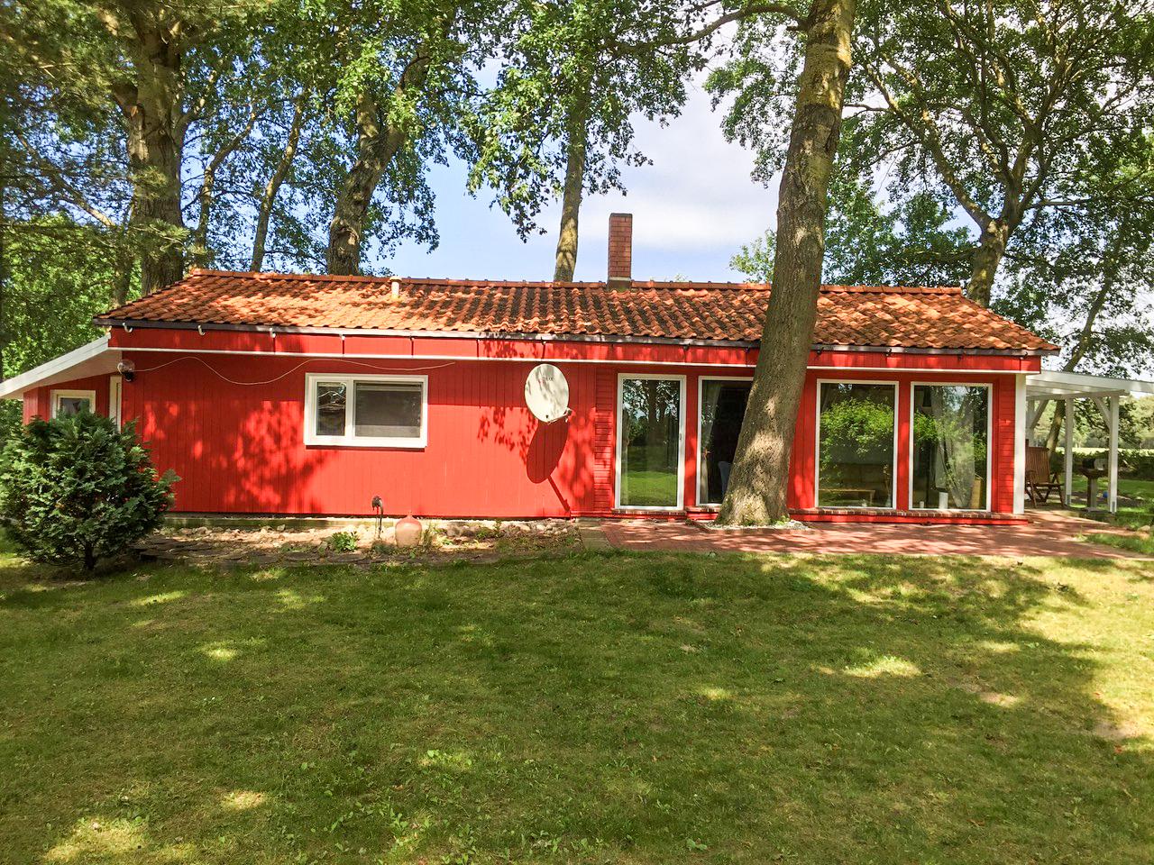 Rotes Ferienhaus in Suhrendorf